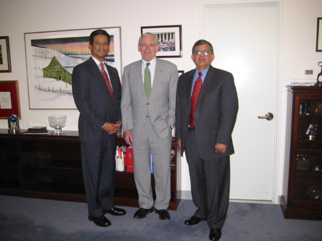 FMCRC Chair Al Pina meets with Alan Greenspan to discuss lack of minority community reinvestment in Florida